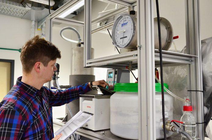Forscher optimieren Hochlast-Reaktor für Güllevergärung